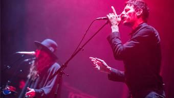 Hatten ein zu kurzes Vergnügen als Headliner des «Open Air Basel»: Die englische Band Archive mit den Sängern Pollard Berrier (links) und Dave Pen.