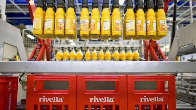 Opfer der Swissness-Regulierung: Rivella muss das Kreuz auf den Etiketten der Michel-Fruchtsäfte zurückstufen. Foto: Keystone