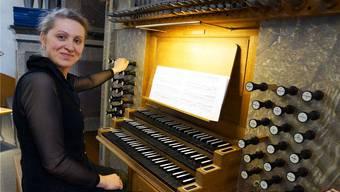 Zieht alle Register – Alina Nikitina beim Üben für ihr Konzert in der Stadtkirche Baden. Ursula Burgherr