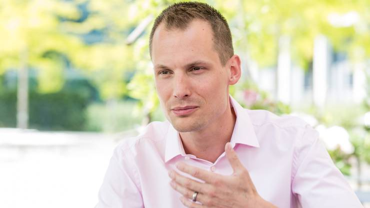 Jonas Projer moderiert freitagabends die Politdiskussionssendung «Arena» im Schweizer Fernsehen.