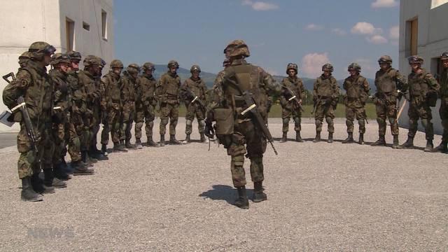 RS-Beginn: Armee hält 50 Personen vom Einrücken ab