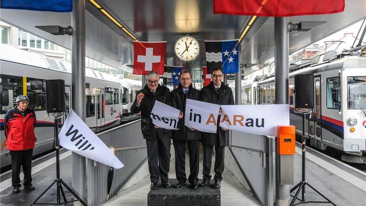 Offizielle Inbetriebnahme: Stadtammann Marcel Guignard, Verkehrsminister Peter Beyeler und VR-Präsident Kaspar Hemmeler. Toni Widmer