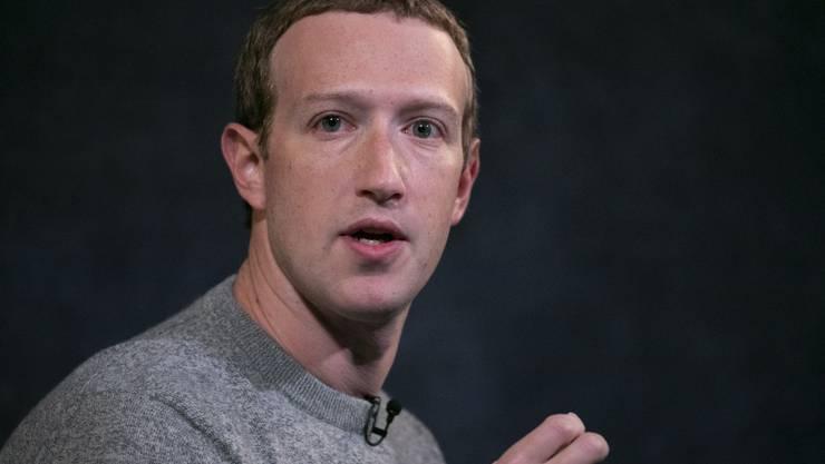 Facebook-Gründer Mark Zuckerberg sieht in Trumps Aussagen keine Missachtung der Regeln seiner Plattform. (Bild: Keystone)