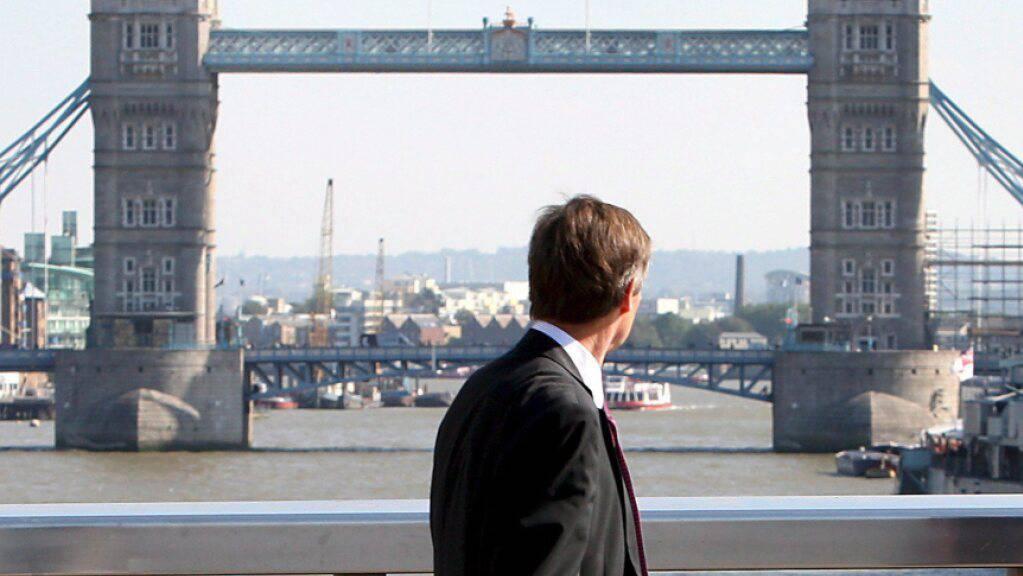 Er könnte bald seinen Arbeits- und damit auch Wohnort wechseln: Ein Banker in London. (Symbolbild)