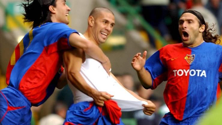Hakan Yakin, Christian Gimenez und Ivan Ergic jubeln über die Teilnahme an der Champions League.