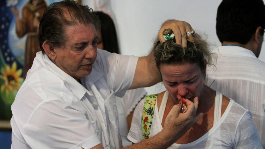 Der vermeintliche Wunderheiler Teixeira de Faria in Aktion. Wegen sexuellen Missbrauchs wurde er zu 40 Jahren Gefängnis verurteilt. (Archivbild)