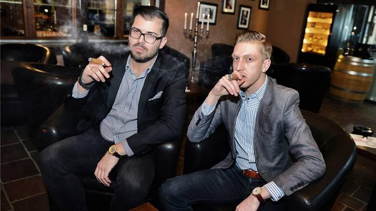 Uros Lucic (27, links) und Philipp Vollmar (22) sind als Mittzwanziger Exoten in der Zigarrenszene. Samuel Schumacher