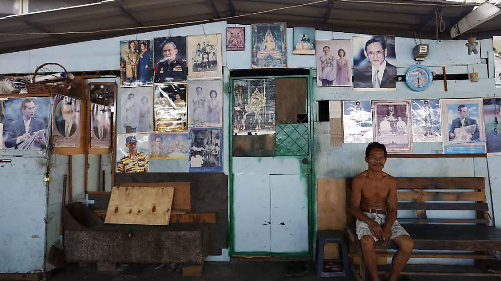 Bilder des thailändischen Königs hängen in den meisten Haushalten in Thailand.