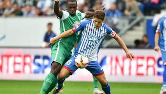 Pirmin Schwegler (rechts) im Zweikampf mit Werder-Torschütze Ujah.