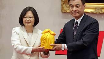Taiwans erste Präsidentin Tsai Ing-wen und Parlamentspräsident Su Jia-chyuan bei der Vereidigungszeremonie im Präsidentenpalast.