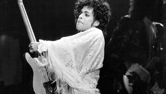 Prince bei einem Auftritt 1984. Der kürzlich überraschend verstorbene Musiker hinterliess wohl kein Testament. (Archiv)