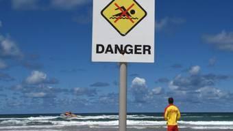 Ein Rettungsboot unterwegs am Shelly Beach in Australien