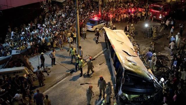 Nach dem Unglück: Unzählige Schaulustige am Unfallort in Rio de Janeiro
