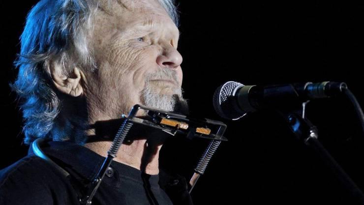 Auf seinem Rasentraktor kann ihm keiner was und auch als Songschreiber ist er unschlagbar: Heute feiert Kris Kristofferson seinen 80. Geburtstag. (Archiv)