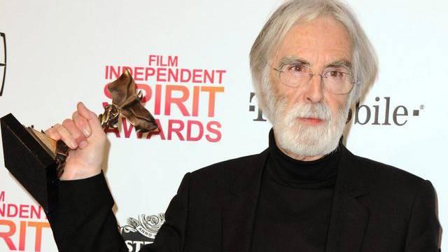 """Haneke mit seinem """"Independent Spirit Award"""" für den besten ausländischen Film für """"Amour"""""""