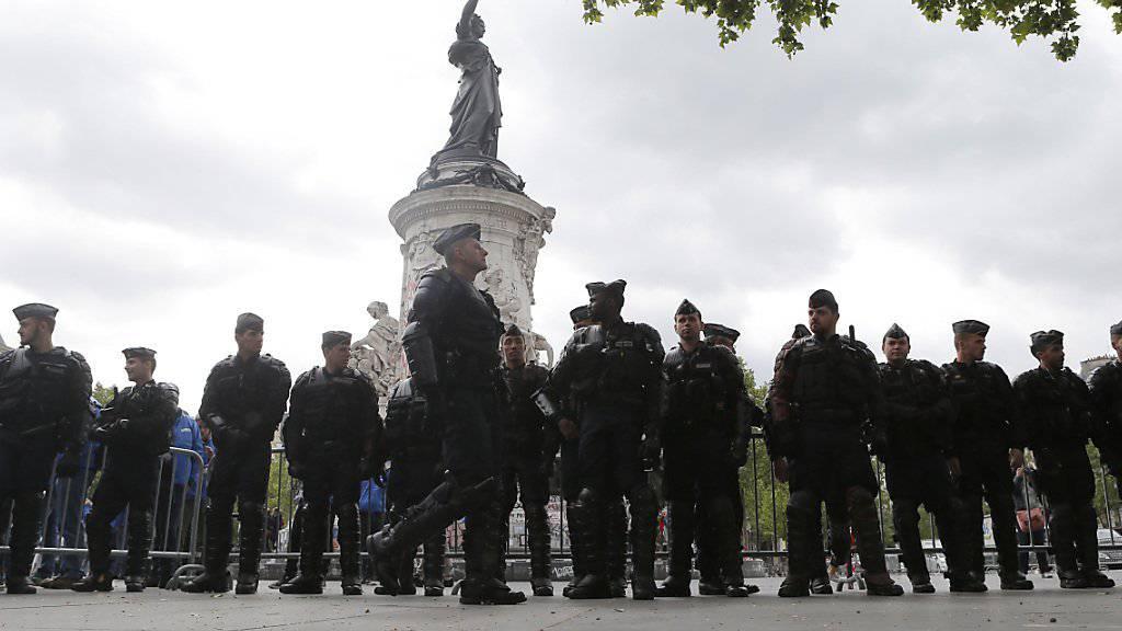 Seit Mitte November gilt in Frankreich Ausnahmezustand. Nach der Tour de France ist damit Schluss, kündigt Präsident Hollande an.