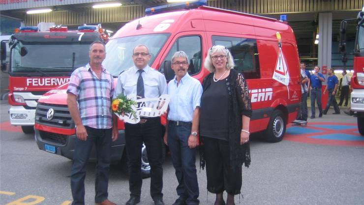 Meinrad Keller, Präsident des Gemeindeverbandes, Kommandant Marco Koller, Lieferant Viktor Michel und Claudia Brändle. do