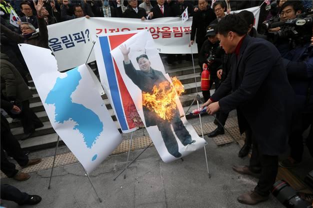 Es geht auch anders: In den letzten Tagen mehren sich die Proteste gegen Kim.