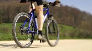 Ein Mountainbiker unterwegs (Symbolbild)