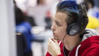 Der Schweizer Webdesigner Emil von Wattenwyl am 2. Wettkampftag an den Worldskills 2017 in Abu Dhabi.