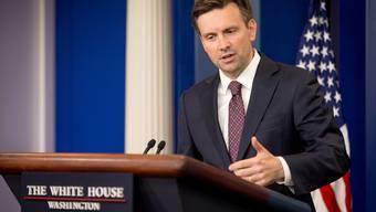US-Präsident Obamas Sprecher Josh Earnest an der täglichen Pressekonferenz.