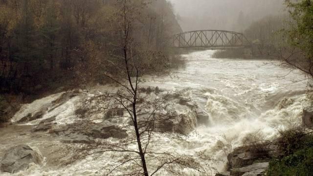 Regenfälle verwandeln die Maggia in einen reissenden Strom (Archiv)