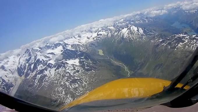Gegen Stress oder Langeweile zuhause: 40 Minuten Testflug mit einem Hawker Hunter über die Alpen.