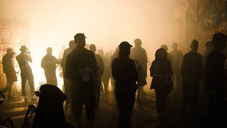 Rund um die Berner Reithalle ist es am frühen Sonntagmorgen erneut zu Ausschreitungen zwischen Randalierern und der Polizei gekommen. (Symbolbild)