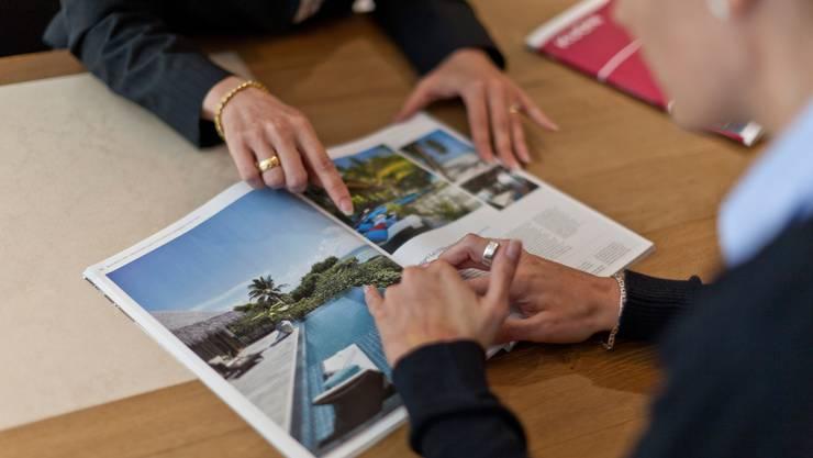 Reisebüros leiden besonders unter der Coronakrise. Zuerst waren die Grenzen zu, die weiterhin ungewisse Situation hält Kunden vom Buchen ab.