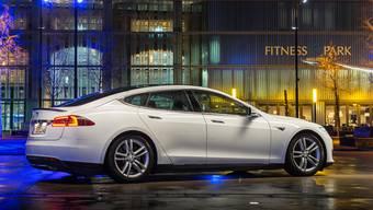 Futuristisches Design und Elektroantrieb haben ihren Preis: Den Tesla S gibts ab 85900 Franken.Tesla