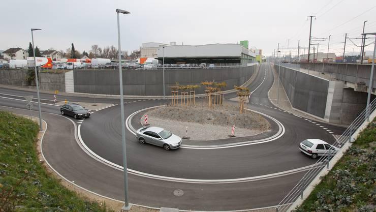 Die Firma TNT Swiss Post (hinten im Bild) will auf der anderen Strassenseite ihres bisherigen Standorts einen neuen Standort bauen.
