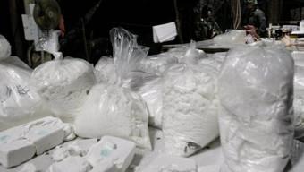 Die Drogen waren auf verschiedene Koffer verteilt (Symbolbild)