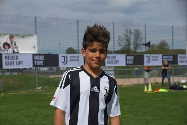 Raul, 11, Staufen «Mit den Freunden zu spielen ist cool. Mir gefallen die Matches am Ende des Trainings und die Technikübungen. Ich dribble sehr gerne. Mein Vorbild ist Ronaldo.»