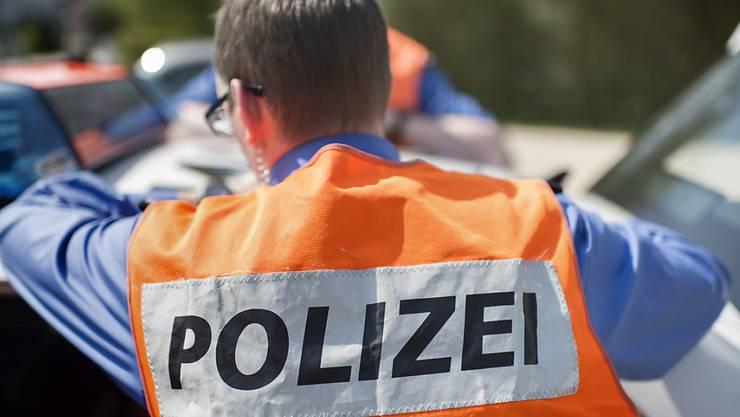 Bei einer Verkehrskontrolle in Malters schnappten Polizisten mutmassliche Einbrecher. (Symbolbild).