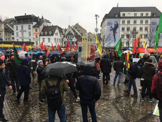 Die Demonstrierenden zogen zum Barfüsserplatz weiter.