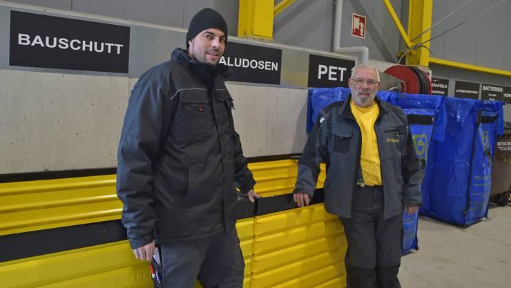 Markus (rechts) und Marco Sommerhalder vor ihrem Sammelhof.