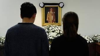 König Bhumibol war vergangene Woche im Alter von 88 Jahren gestorben. Er wurde tief verehrt. Praktisch das ganze Land trägt seit seinem Tod schwarz.