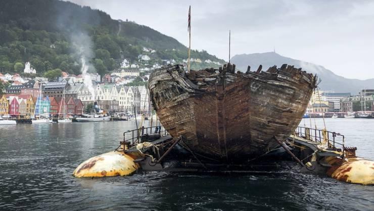 """Wieder in der Heimat angekommen: Roald Amundsens Forschungsschiff """"Maud"""" bei der Ankunft in Bergen."""