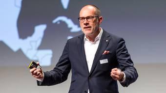 Jürg Schmid, Direktor von Schweiz Tourismus, spricht in Baden am Tourismusgipfel.