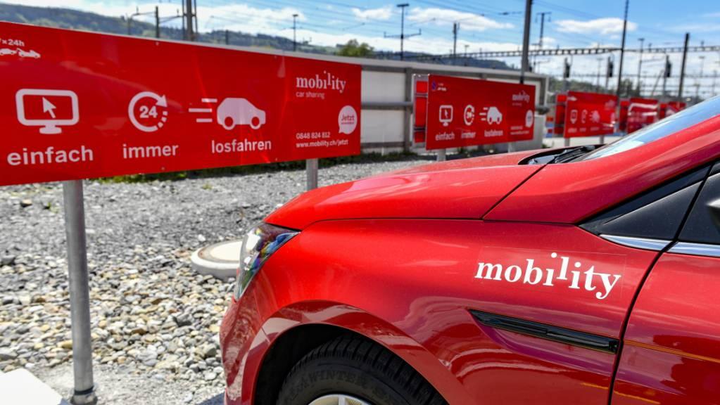 Mobility verabschiedet sich bis 2030 vom Benzinmotor: ein Auto des Carsharing-Anbieters wartet auf Kunden (Archivbild).