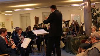 Die Stadtmusik Grenchen und ihr Dirigent Rainer Ackermann erfreuten die Senioren.