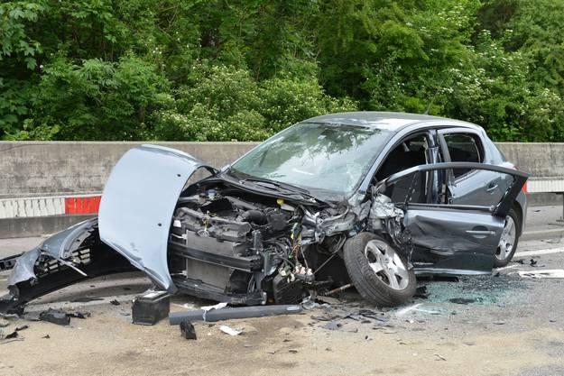 Beide Autos entstand offensichtlich ein Totalschaden.