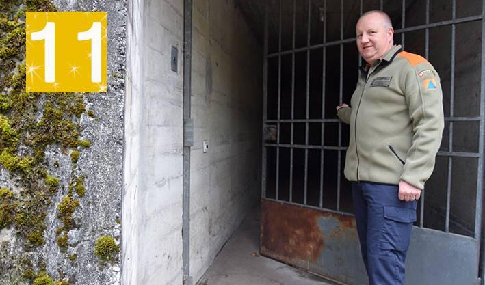 Thomas Lüthi, Leiter Logistik Zivilschutz der Stadt Olten, öffnet die Tür zur geschützten Sanitätsstelle.