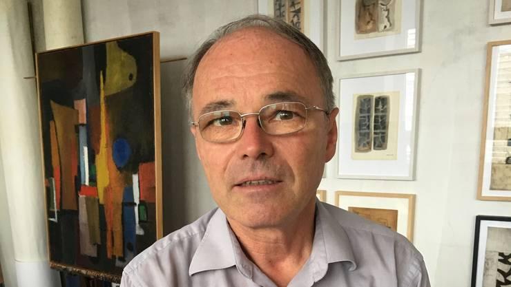 Fredi Staub im Dietiker Atelier seines verstorbenen Vaters. Er verwaltet dessen künstlerisches Erbe. Er würde sich über eine Grossplastik in dessen Heimatstadt besonders freuen.