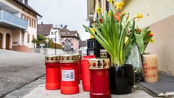 Ein Dorf in Schockstarre: In Liesberg brannten nach dem tödlichen Unfall viele Trauerkerzen.