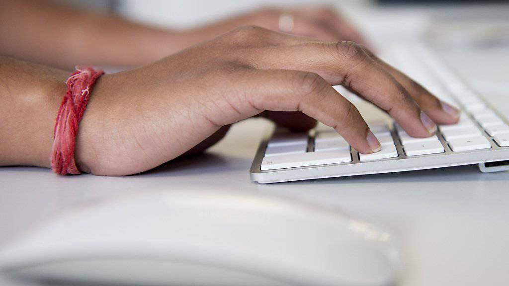 Über 9000 Gesuche für neue .swiss-Domainnamen sind beim Bundesamt für Kommunikation (BAKOM) eingegangen. (Symbolbild)