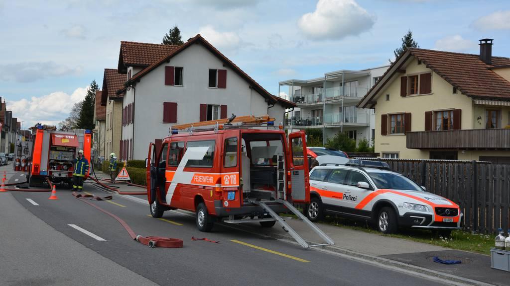 Der Brand in Sulgen sorgte für starke Rauchentwicklung. Eine Person wurde schwer verletzt.
