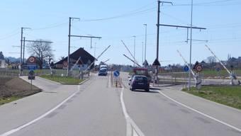 Die separaten Wege und Schranken für den Langsamverkehr beim Bahnübergang zwischen Lohn-Ammannsegg und Biberist werden von einigen als übertrieben und als «Luxus» empfunden.
