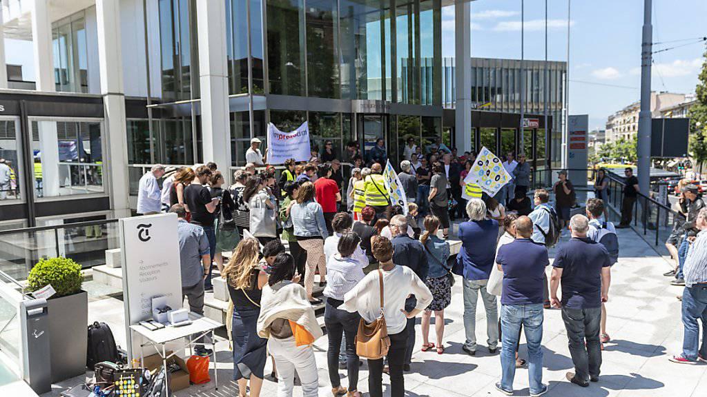 Die Angestellten von Tamedia Romandie sind in einen Streik getreten.