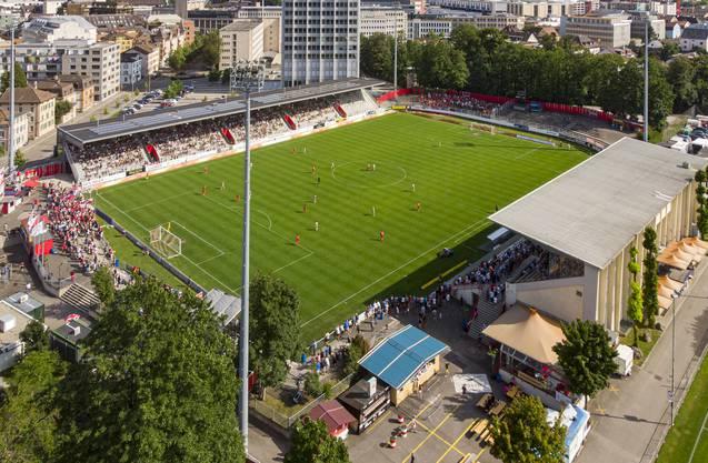 Die überdachte Gegentribüne im Stadion Schützenwiese (oben links) - für den FC Winterthur in diesen Zeiten Gold wert